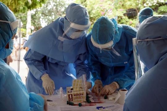 Bệnh nhân Covid-19 thứ 6 ở Việt Nam tử vong là người phụ nữ 53 tuổi - Ảnh 1.