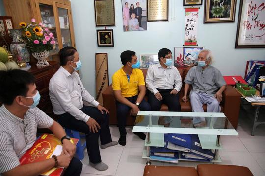 Mai Vàng nhân ái thăm nhạc sư Nguyễn Vĩnh Bảo, nghe Dạ cổ hoài lang - Ảnh 2.