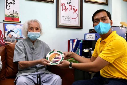 Mai Vàng nhân ái thăm nhạc sư Nguyễn Vĩnh Bảo, nghe Dạ cổ hoài lang - Ảnh 5.