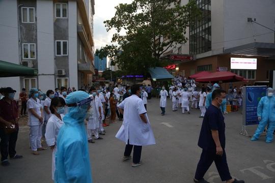 Dỡ phong toả Bệnh viện E sau khi rút bệnh nhân 994 khỏi danh sách ca mắc Covid-19 - Ảnh 10.