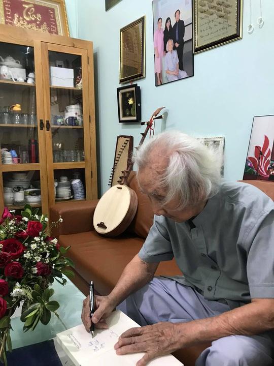 Mai Vàng nhân ái thăm nhạc sư Nguyễn Vĩnh Bảo, nghe Dạ cổ hoài lang - Ảnh 6.
