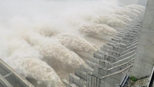 Đập Tam Hiệp đạt đỉnh lũ lớn nhất kể từ khi xây dựng - Ảnh 1.