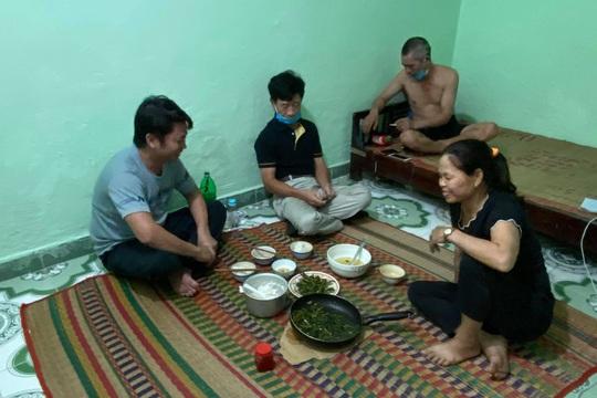 Đưa người Quảng Bình đang mắc kẹt tại vùng dịch Đà Nẵng trở về quê hương - Ảnh 1.