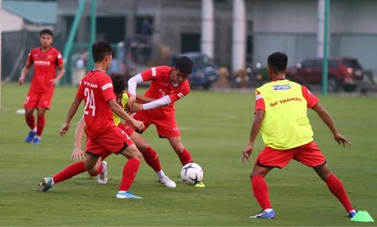 U22 Việt Nam đấu nội bộ - Ảnh 1.