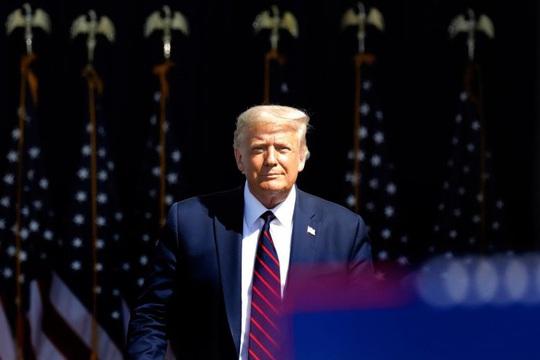 """Bầu cử Mỹ: Tổng thống Trump """"đánh phủ đầu"""" đối thủ Joe Biden - Ảnh 1."""