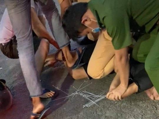 Đồng Nai: Kẻ nghi ngáo đá trộm xe ô tô, tông xe cảnh sát khai gì? - Ảnh 2.
