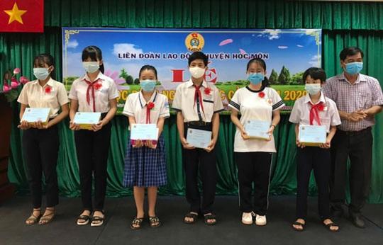 Động viên con CNVC-LĐ khó khăn đến trường - Ảnh 1.
