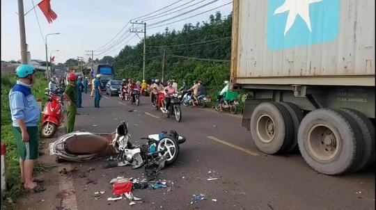 Đồng Nai: 3 xe máy tông nhau, 4 người bị thương nặng - Ảnh 1.