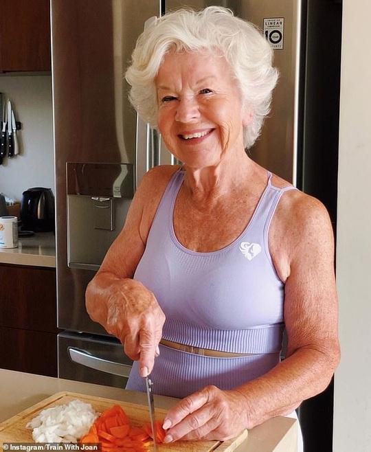 Choáng với bà ngoại cơ bắp - người mẫu thể hình tuổi 74 - Ảnh 7.