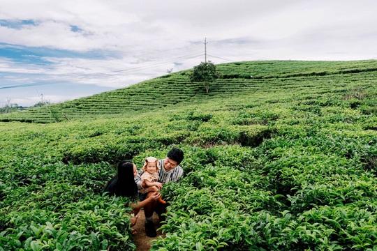 Gia đình vi vu khắp Việt Nam bằng ôtô tự cải tạo - Ảnh 12.
