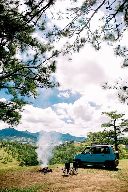 Gia đình vi vu khắp Việt Nam bằng ôtô tự cải tạo - Ảnh 17.