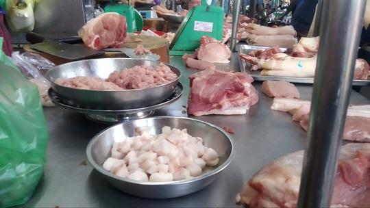 Thịt heo sỉ 100.000 đồng/kg, bà nội trợ vẫn phải mua lẻ gần 200.000 đồng/kg - Ảnh 1.