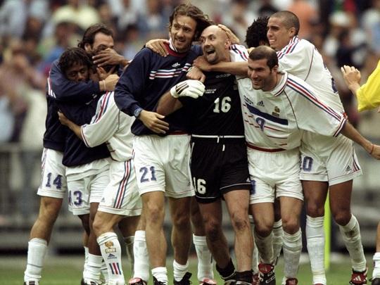 Sao tuyển thủ Pháp vô địch World Cup 1998 đá giao hữu ở Việt Nam - Ảnh 4.