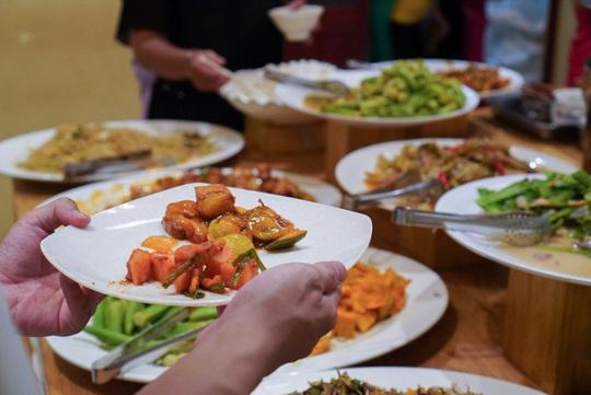 Tiệm buffet chay trả tiền tùy tâm ở TP HCM - Ảnh 1.