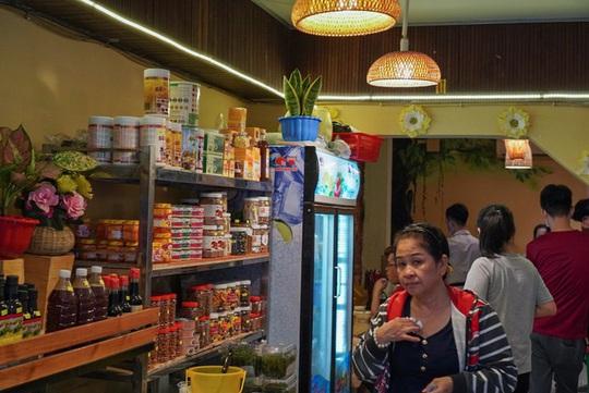 Tiệm buffet chay trả tiền tùy tâm ở TP HCM - Ảnh 3.