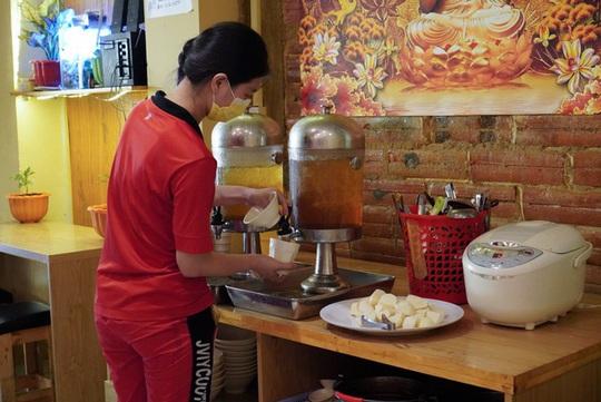 Tiệm buffet chay trả tiền tùy tâm ở TP HCM - Ảnh 4.