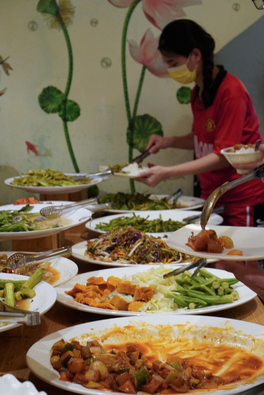 Tiệm buffet chay trả tiền tùy tâm ở TP HCM - Ảnh 5.