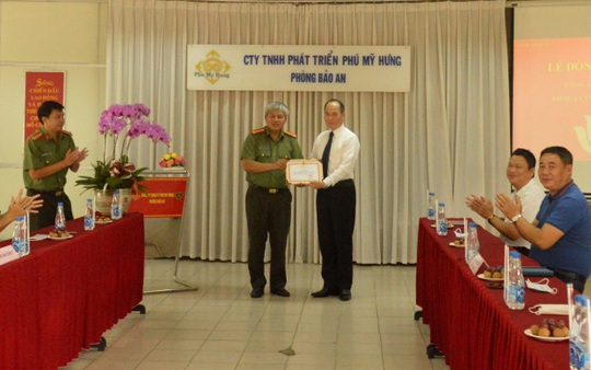 Phú Mỹ Hưng nhận giấy khen từ Công an Thành phố Hồ Chí Minh - Ảnh 1.