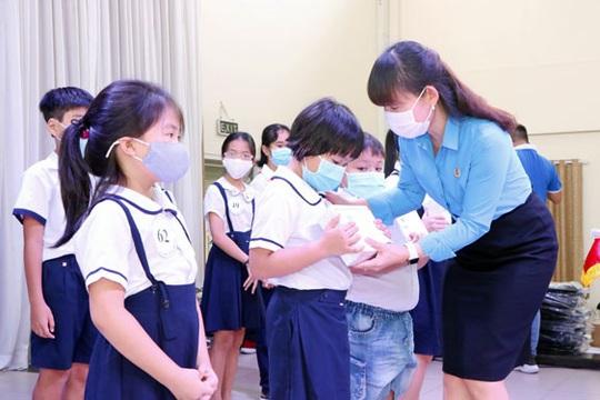 Bình Dương: Tiếp sức cho con công nhân đến trường - Ảnh 1.