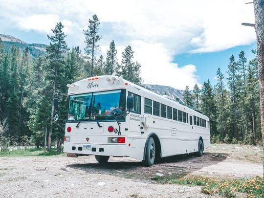 Cuộc sống thú vị của gia đình biến xe buýt thành nhà để đi du lịch - Ảnh 3.