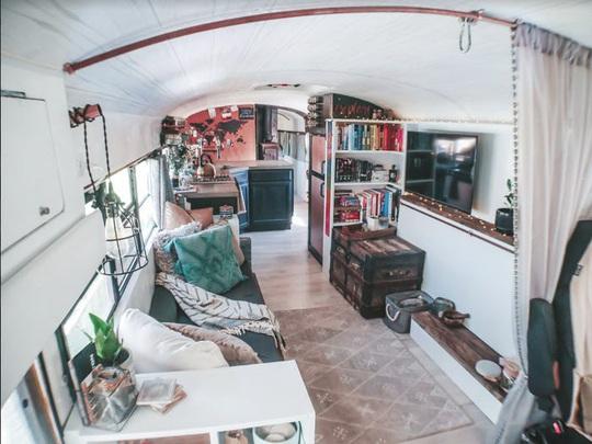 Cuộc sống thú vị của gia đình biến xe buýt thành nhà để đi du lịch - Ảnh 5.