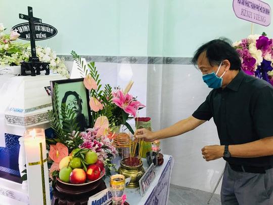 Mai Vàng nhân ái viếng nhạc sĩ Nguyễn Tôn Nghiêm - Ảnh 3.
