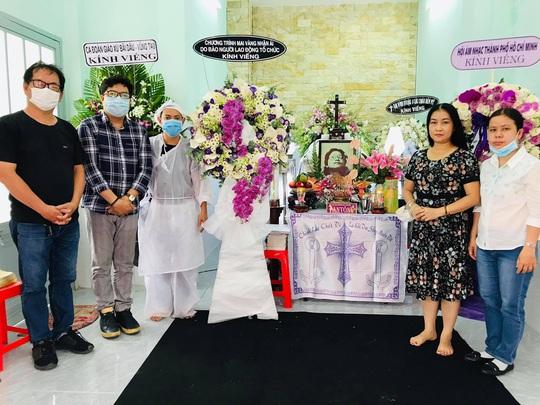 Mai Vàng nhân ái viếng nhạc sĩ Nguyễn Tôn Nghiêm - Ảnh 2.