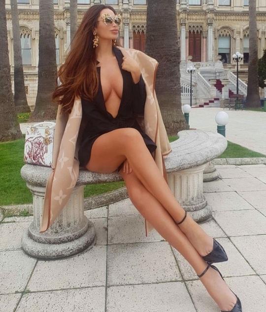 Bồ cũ của Neymar, siêu mẫu Soraja Vucelic khoe thân hình nóng bỏng! - Ảnh 2.