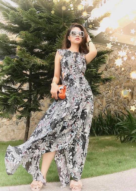 Gu thời trang sành điệu của BTV Ngọc Trinh - Ảnh 2.