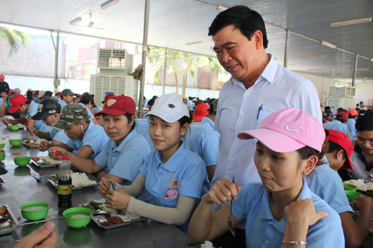 Đồng Nai: Nâng chất lượng bữa ăn giữa ca cho công nhân - Ảnh 1.