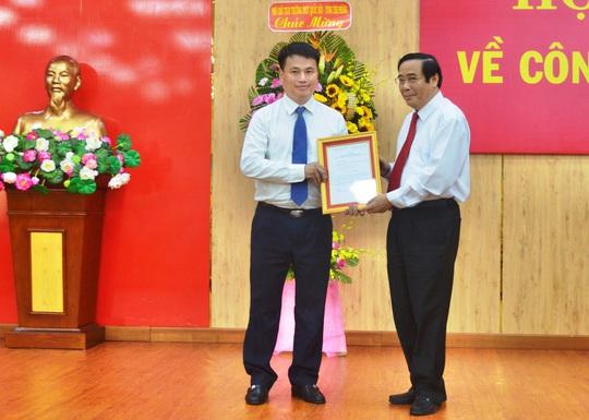 Quảng Ngãi: Công bố và trao các Quyết định của Bộ Chính trị và Ban Bí thư về công tác cán bộ - Ảnh 2.