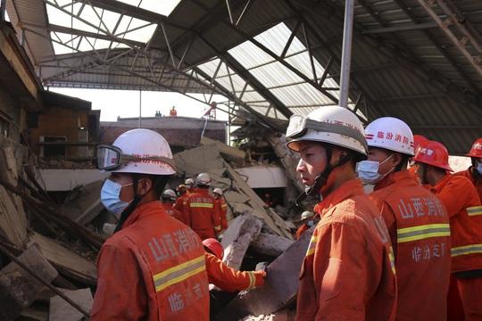 Vụ sập nhà hàng ở Trung Quốc: 29 người thiệt mạng, thêm nhiều người bị thương - Ảnh 4.
