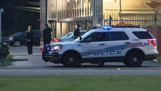 Mỹ: Bắn chết mẹ và em gái rồi đấu súng với cảnh sát - Ảnh 1.