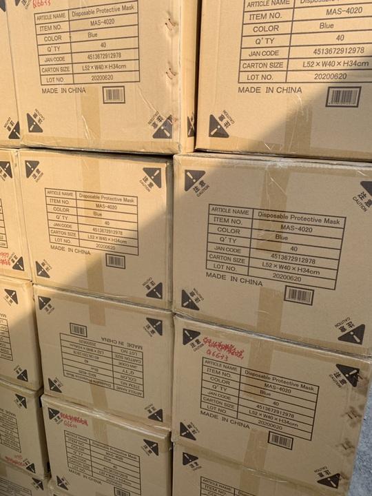 QLTT TP HCM triệt phá kho hàng quy mô lớn, nghi nhập lậu từ Trung Quốc - Ảnh 3.