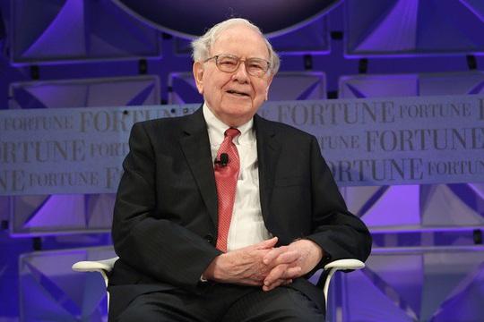 Giá trị cổ phần Apple của Buffett vượt xa vốn hóa Starbucks, Boeing - Ảnh 1.
