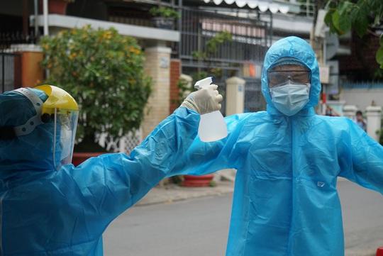 Hải Phòng gửi 33 y bác sĩ, hỗ trợ 5 tỉ đồng cho Đà Nẵng chống dịch - Ảnh 1.
