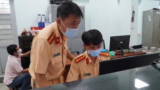 10 phút đến đội CSGT đăng ký có ngay biển số vàng - Ảnh 4.
