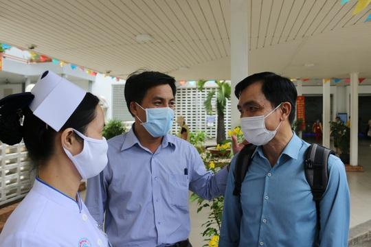 Bệnh viện Chợ Rẫy cử thêm đội phản ứng nhanh ra miền Trung - Ảnh 1.