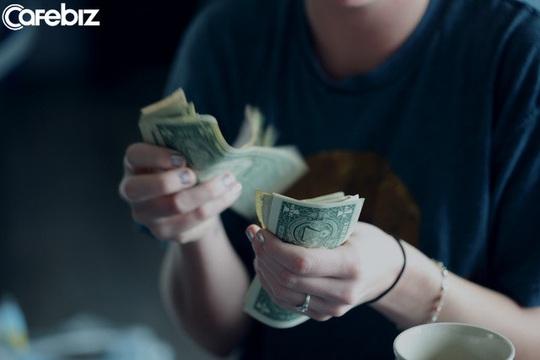 Tiền tới lúc cần dùng rồi mới thấy thiếu, người tới lúc nghèo rồi mới biết khó - Ảnh 2.