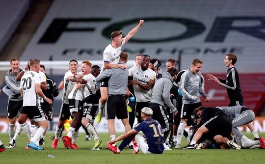 Siêu phẩm ngỡ ngàng, Fulham đại thắng trận cầu 170 triệu bảng - Ảnh 8.