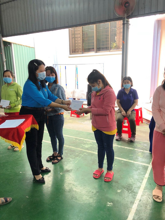 LĐLĐ tỉnh Tiền Giang trợ cấp cho 144 đoàn viên khó khăn - Ảnh 1.