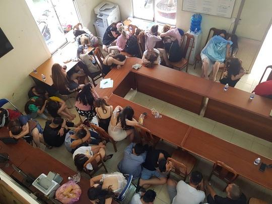 Việt kiều Mỹ bỏ túi 1 tỉ đồng từ kinh doanh vũ trường đẹp nhất TP HCM - Ảnh 2.
