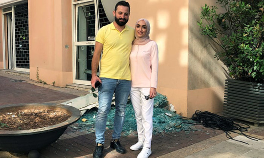 Đang chụp ảnh cưới, cô dâu Lebanon hồn xiêu phách lạc vì vụ nổ Beirut - Ảnh 2.