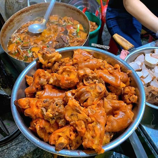 4 món ăn khuya hút khách vào ngày mưa ở TP HCM - Ảnh 3.
