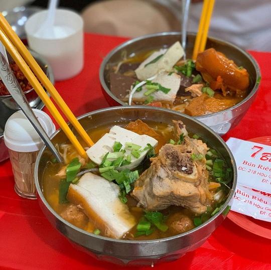 4 món ăn khuya hút khách vào ngày mưa ở TP HCM - Ảnh 4.
