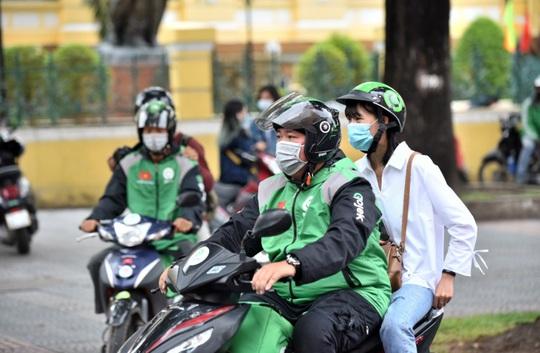 Gojek chính thức hoạt động tại Việt Nam: Tài xế vui vẻ, khách hàng hài lòng - Ảnh 4.