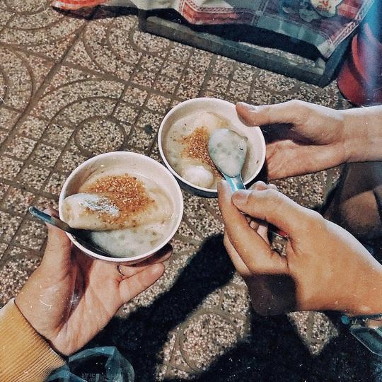 4 món ăn khuya hút khách vào ngày mưa ở TP HCM - Ảnh 8.