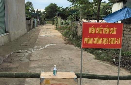 Chủ tịch tỉnh Thanh Hóa yêu cầu đình chỉ 2 cán bộ TP Sầm Sơn lơ là chống dịch Covid-19 - Ảnh 3.