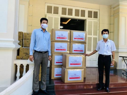 Tập đoàn BRG và SeABank ủng hộ 1 tỉ đồng, 20.000 khẩu trang kháng khuẩn cho Đà Nẵng - Ảnh 2.