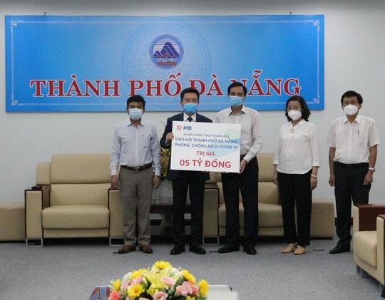 MB đồng hành cùng ngành ngân hàng hỗ trợ Đà Nẵng chống dịch Covid-19 - Ảnh 1.